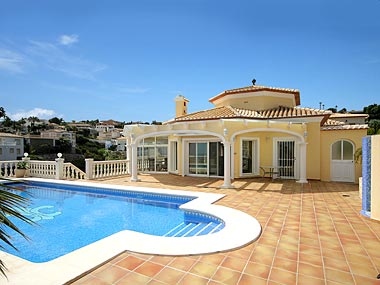 Costa Blanca villa for sale in Calpe, with view over the Port Blanc harbour