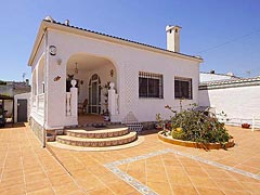 Costa Blanca in Spain, Torrevieja, smart one storey detached house for sale at a bargain price, new like property without pool on an absolutely flat plot of land